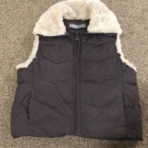 Puffy vest with collar lining